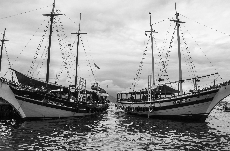 barco-esperando-turistas-ilha-grande