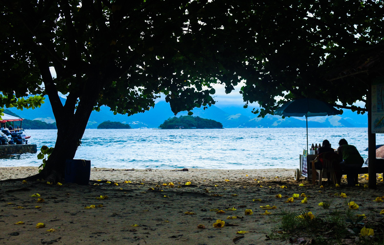 casal-de-vendedores-ilha-grande