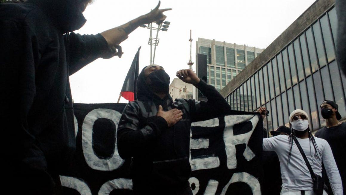 SOMOS NEGROS, CORREMOS DEVIDO AS EXECUÇÕES SUMÁRIAS DE UMA SOCIEDADE RACISTA